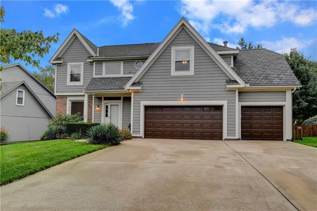 5613 W 152nd Place, Overland Park, KS 66223 (#2133172) :: The Shannon Lyon Group - ReeceNichols