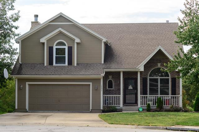 1821 SW Crystal Creek Place, Blue Springs, MO 64015 (#2133224) :: Edie Waters Network