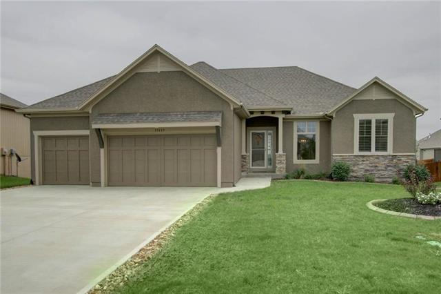 19409 W 200th Terrace, Spring Hill, KS 66083 (#2133233) :: Char MacCallum Real Estate Group