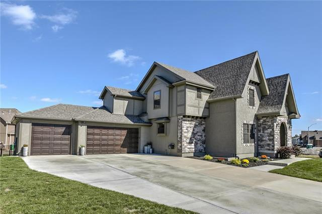 1224 SW Arborcrest Drive, Lee's Summit, MO 64082 (#2133256) :: Team Real Estate