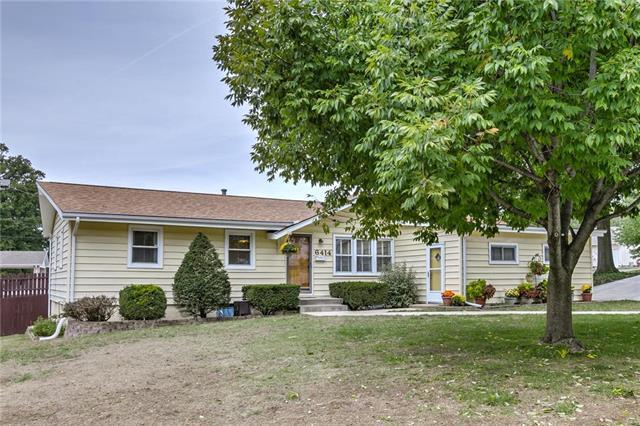6414 N Wayne Avenue, Gladstone, MO 64118 (#2133301) :: Char MacCallum Real Estate Group