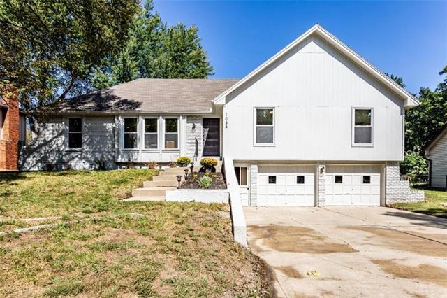 1034 NE 97th Street, Kansas City, MO 64155 (#2133306) :: Char MacCallum Real Estate Group