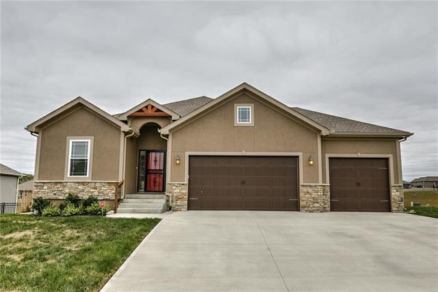 1115 SW Wild Plum Circle, Oak Grove, MO 64075 (#2133316) :: Char MacCallum Real Estate Group