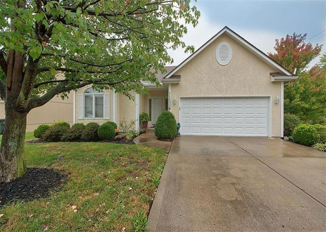 11532 E 74TH STREET Court, Raytown, MO 64133 (#2133322) :: Edie Waters Network