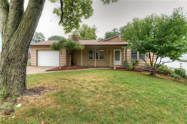 2905 NE 37th Terrace, Kansas City, MO 64117 (#2133329) :: Edie Waters Network