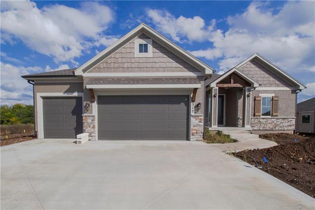 517 NE Hidden View Lane, Lee's Summit, MO 64086 (#2133344) :: Char MacCallum Real Estate Group