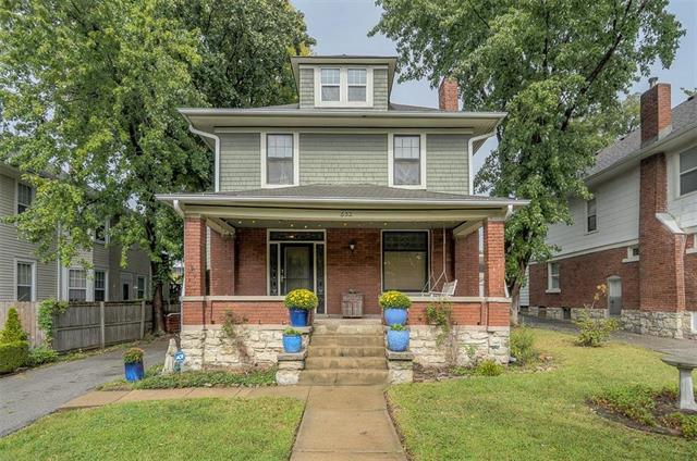 632 W 39th Terrace, Kansas City, MO 64111 (#2133348) :: Edie Waters Network