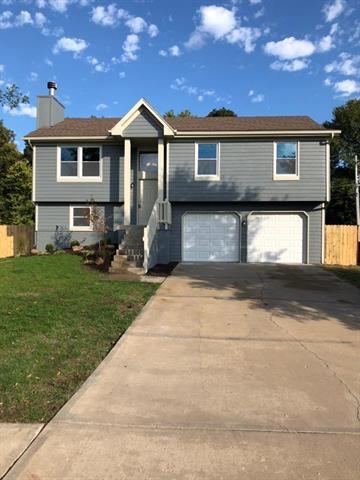 8807 Thompson Drive, Desoto, KS 66018 (#2133390) :: Char MacCallum Real Estate Group