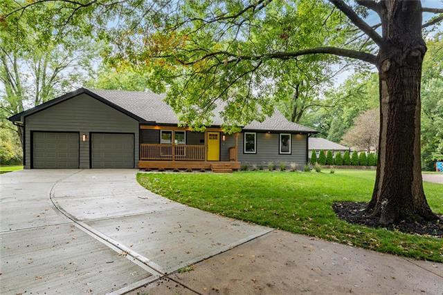10524 Ensley Lane, Leawood, KS 66206 (#2133401) :: Char MacCallum Real Estate Group