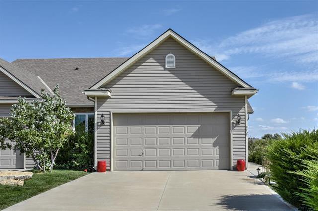 9707 N Smalley Avenue, Kansas City, MO 64157 (#2133414) :: The Shannon Lyon Group - ReeceNichols