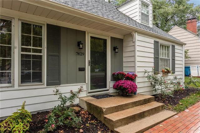 7429 Fontana Street, Prairie Village, KS 66208 (#2133433) :: Char MacCallum Real Estate Group