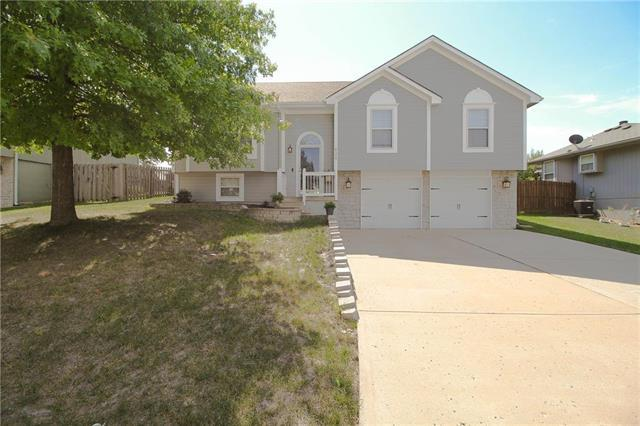 629 SW Nelson Drive, Grain Valley, MO 64029 (#2133569) :: No Borders Real Estate
