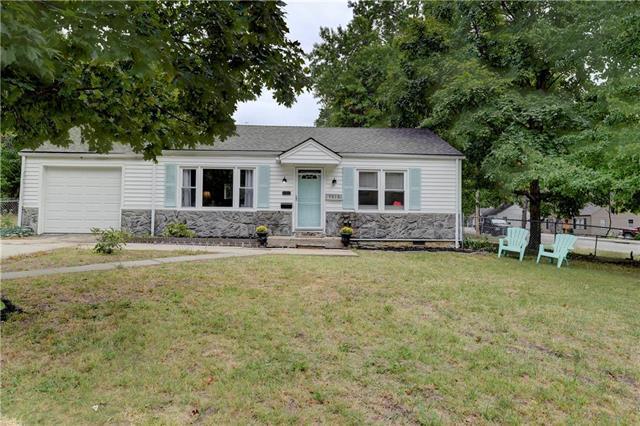 6015 Stearns Street, Shawnee, KS 66203 (#2133629) :: Edie Waters Network