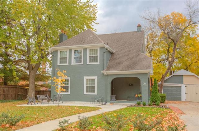 407 Greenway Terrace, Kansas City, MO 64113 (#2133689) :: Edie Waters Network