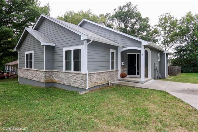 5 W 98 Terrace, Kansas City, MO 64114 (#2133691) :: Edie Waters Network