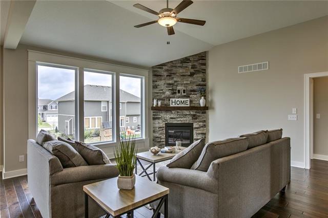 31460 85th Street, Desoto, KS 66018 (#2133724) :: Char MacCallum Real Estate Group