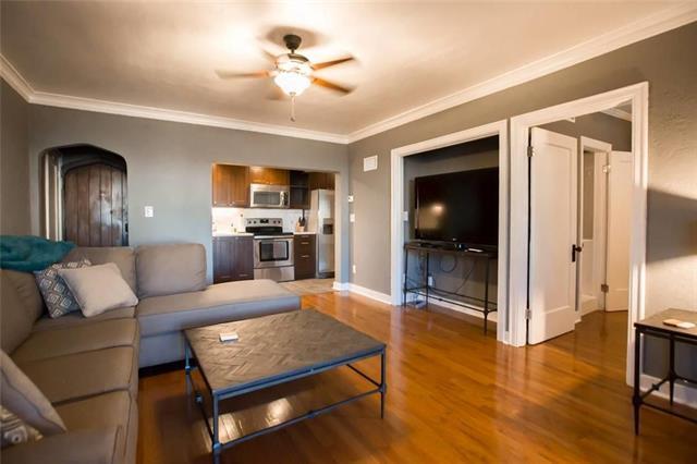 700 W 48th Street #105, Kansas City, MO 64112 (#2133774) :: Char MacCallum Real Estate Group