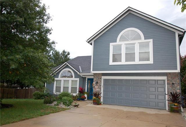 205 Thomas Place, Louisburg, KS 66053 (#2133796) :: The Gunselman Team