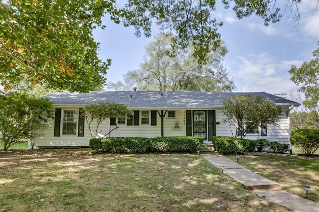 11100 Walnut Street, Kansas City, MO 64114 (#2133846) :: Char MacCallum Real Estate Group