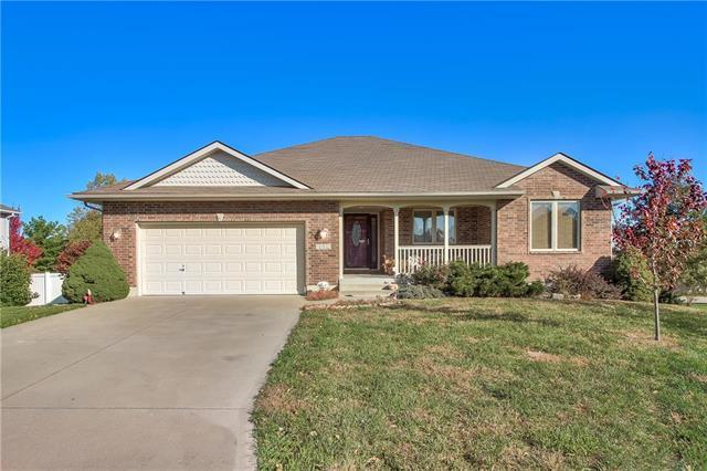 1302 SW 5th Terrace, Oak Grove, MO 64075 (#2133866) :: House of Couse Group