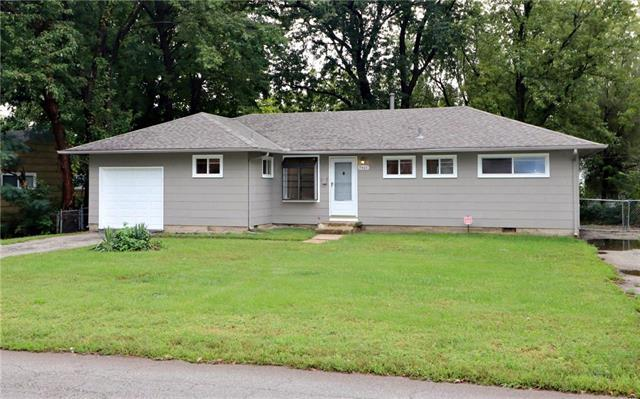 7401 E 109th Street, Kansas City, MO 64134 (#2133873) :: Char MacCallum Real Estate Group