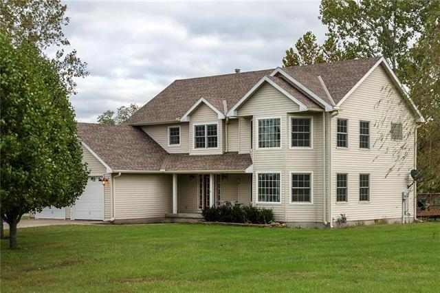 5703 E 196th Street, Belton, MO 64012 (#2133966) :: House of Couse Group