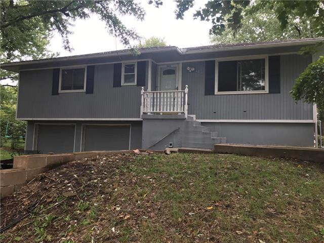 313 NE Sunnybrook Drive, Blue Springs, MO 64014 (#2134026) :: Edie Waters Network