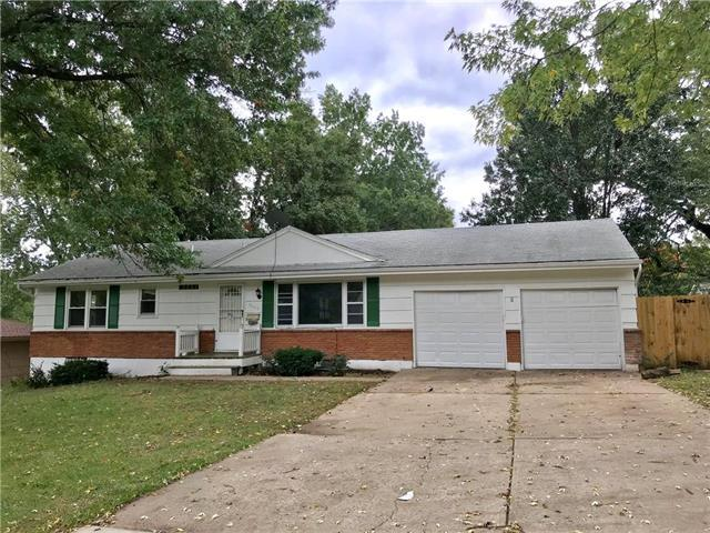 9305 E 81st Street, Raytown, MO 64138 (#2134032) :: Edie Waters Network