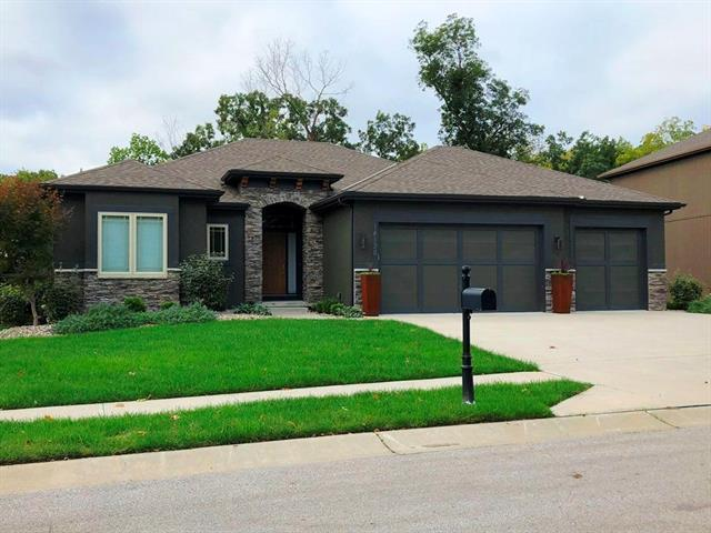 5661 Thousand Oaks Drive, Parkville, MO 64152 (#2134128) :: Char MacCallum Real Estate Group
