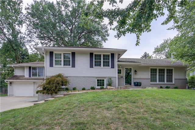3007 W 82nd Terrace, Leawood, KS 66206 (#2134153) :: Char MacCallum Real Estate Group
