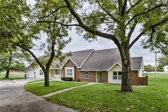 5017 NE Chouteau Drive, Kansas City, MO 64119 (#2134178) :: Edie Waters Network