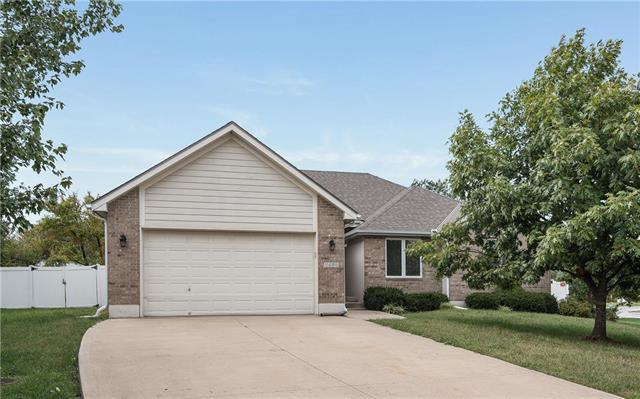 1406 NW Cedar Court, Grain Valley, MO 64029 (#2134179) :: No Borders Real Estate