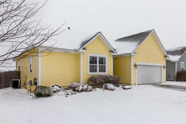 1300 Glen Drive, Louisburg, KS 66053 (#2134210) :: Kansas City Homes