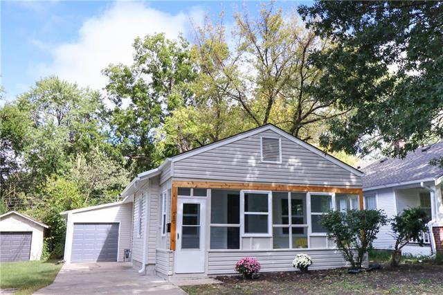 28 W 77th Terrace, Kansas City, MO 64114 (#2134224) :: Edie Waters Network