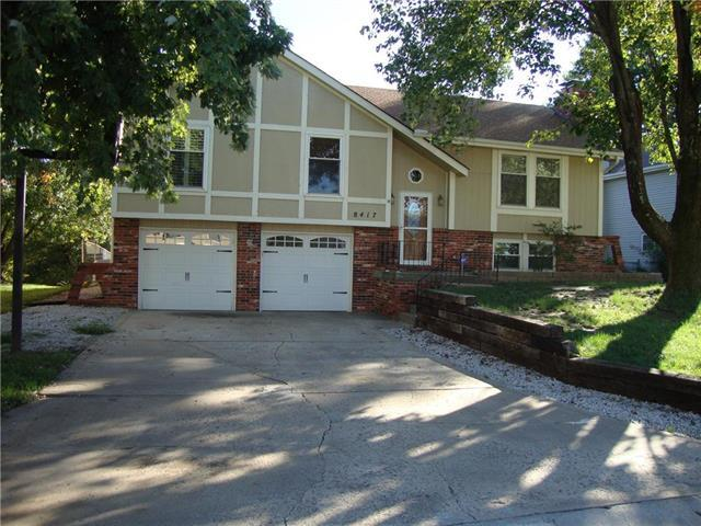 8417 NW 68th Street, Parkville, MO 64152 (#2134240) :: Edie Waters Network