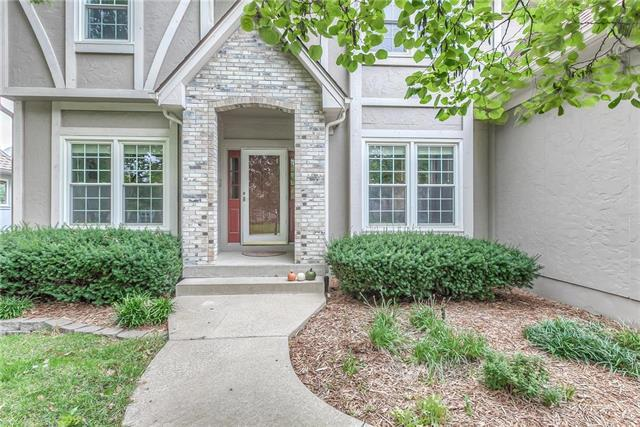 15640 W 83rd Terrace, Lenexa, KS 66219 (#2134291) :: The Shannon Lyon Group - ReeceNichols