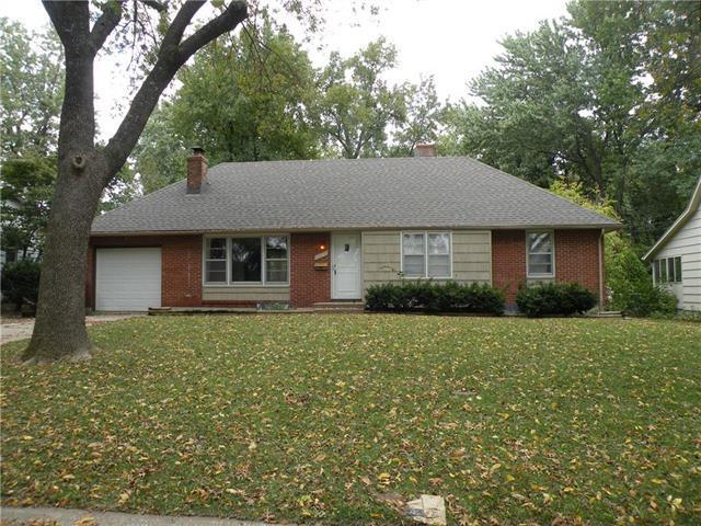 13505 Spring Street, Grandview, MO 64030 (#2134324) :: Edie Waters Network