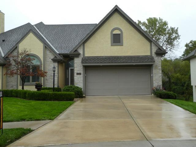 12709 Cedar Street, Leawood, KS 66209 (#2134337) :: The Shannon Lyon Group - ReeceNichols