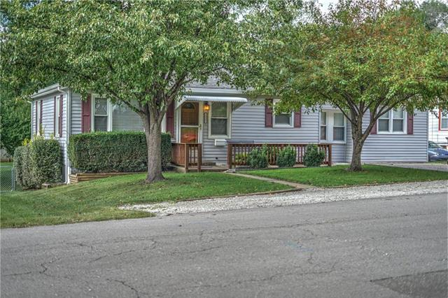 1902 S Hawthorne Avenue, Independence, MO 64052 (#2134429) :: Char MacCallum Real Estate Group