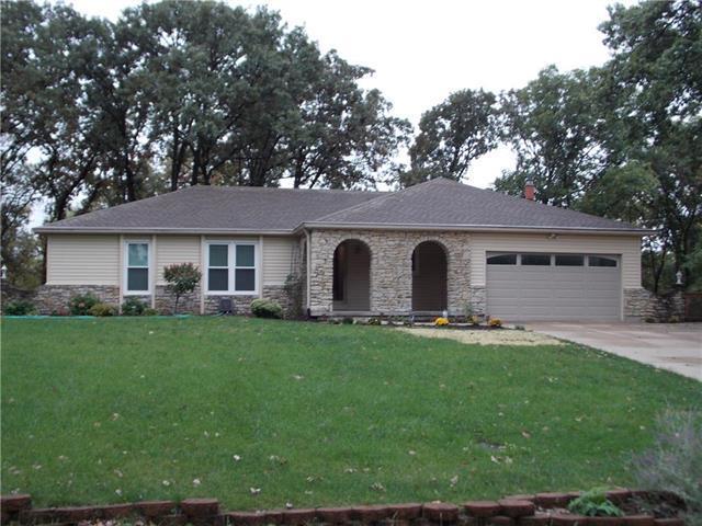 6625 County Line Road, Shawnee, KS 66216 (#2134451) :: Edie Waters Network