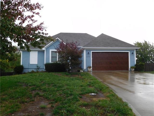 1102 NW Meadow Court, Grain Valley, MO 64029 (#2134502) :: No Borders Real Estate