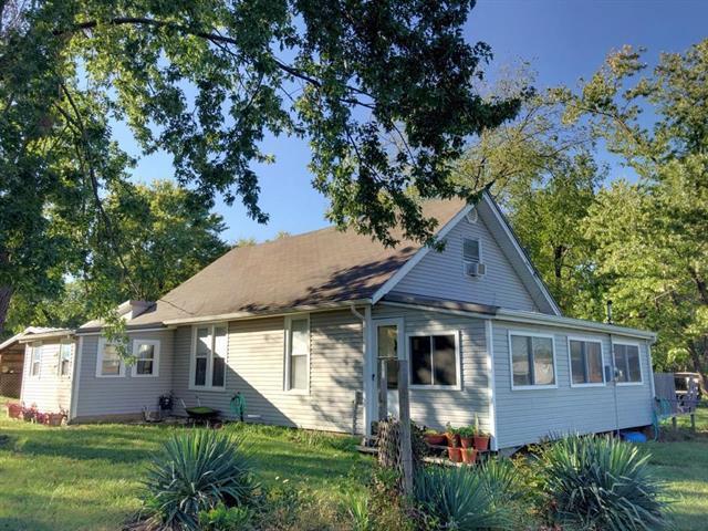 923 S Walnut Street, Garnett, KS 66032 (#2134546) :: No Borders Real Estate