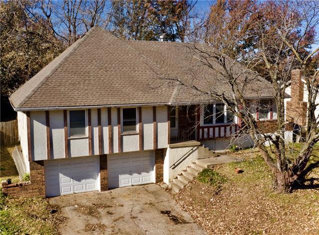905 SE Gingerbread Lane, Blue Springs, MO 64014 (#2134719) :: Edie Waters Network