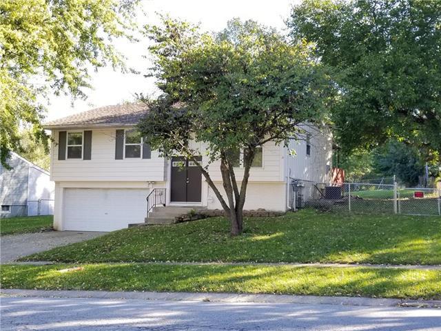 903 N Susquehanna Ridge Road, Independence, MO 64056 (#2134740) :: Edie Waters Network