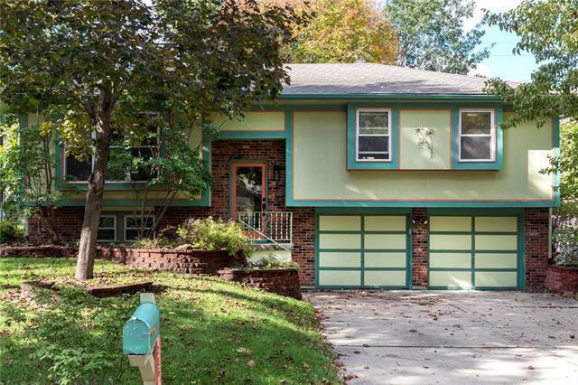 216 NW Shamrock Avenue, Lee's Summit, MO 64081 (#2134818) :: Team Real Estate
