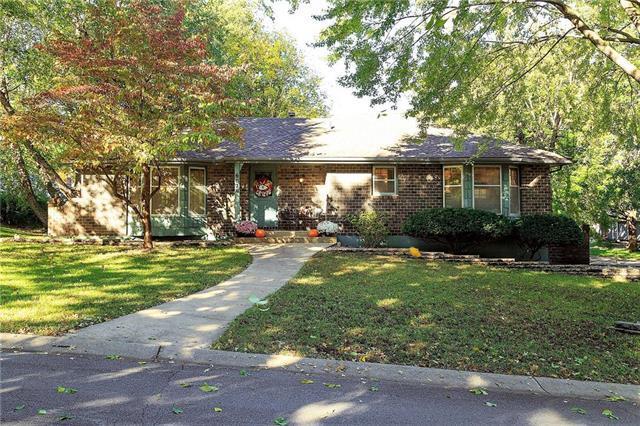 6020 Westridge Road, Kansas City, MO 64133 (#2134835) :: Edie Waters Network