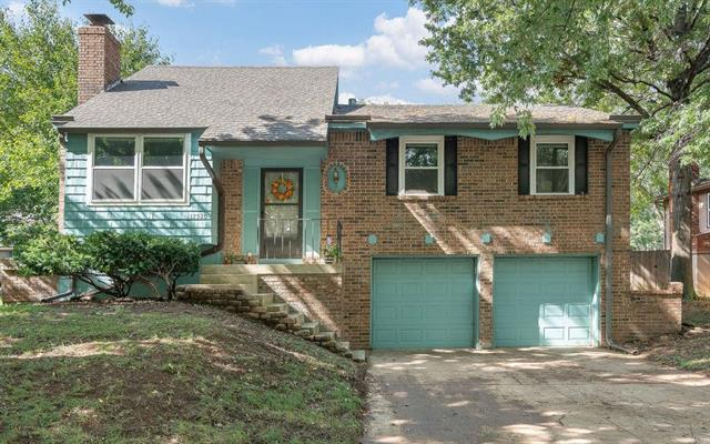 12920 S Raintree Drive, Olathe, KS 66062 (#2134843) :: Edie Waters Network
