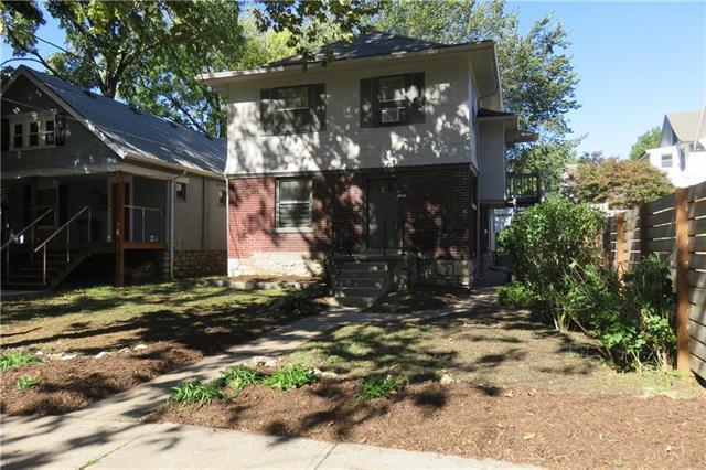 712 E 40TH Street, Kansas City, MO 64110 (#2134844) :: Char MacCallum Real Estate Group