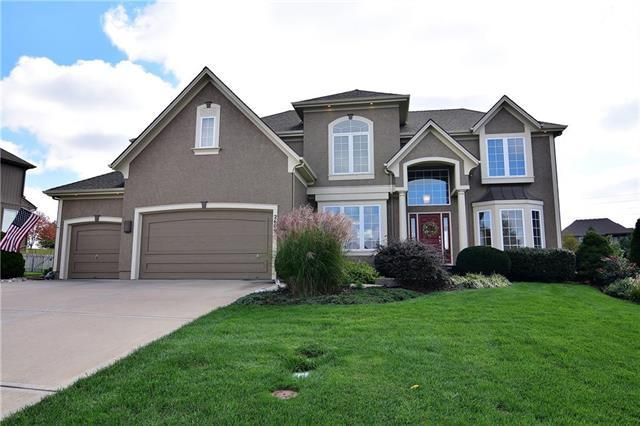 2609 SW Wintergarden Drive, Lee's Summit, MO 64081 (#2134882) :: Team Real Estate