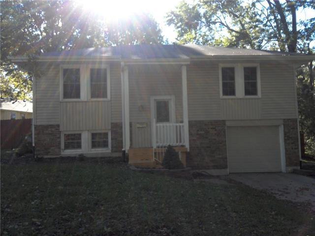 7807 E 119th Terrace, Grandview, MO 64030 (#2134900) :: The Gunselman Team